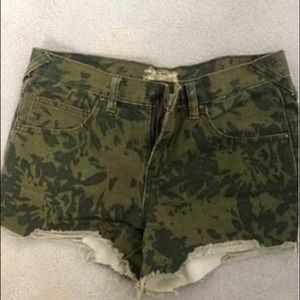 Free people high waisted camoey denim short sz 26